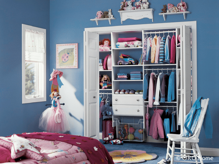 A white laminate reach in closet system in a kids bedroom | Innovate Home Org