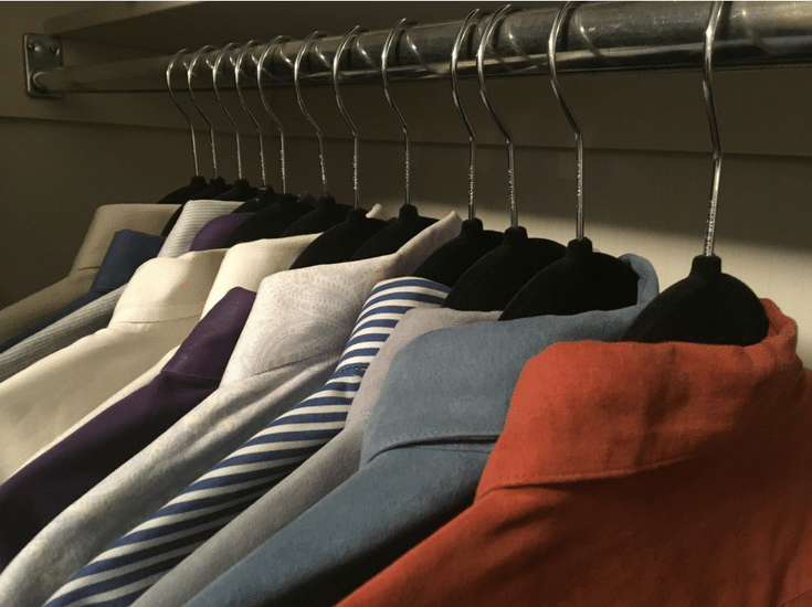 Black velvet hangers make sure your clothes will stay in place in any size bedroom closet | Innovate Home Org Columbus Ohio