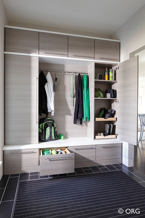 Awe Inspiring Columbus Mudroom Entryway Storage Systems Innovate Home Org Inzonedesignstudio Interior Chair Design Inzonedesignstudiocom