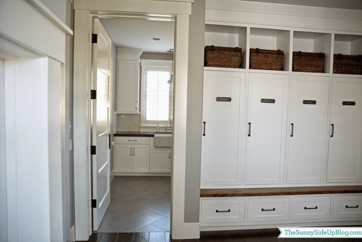 Concealed storage www.thesunny sideupblog.com | Innovate Home Org | Dubling, Ohio | #MudroomIdeas #MudroomCabinet #OrganizedEntryway
