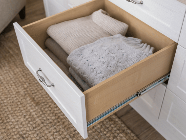 Using drawers instead of rods for more storage | Innovate Home Org | #ClosetDrawers #Drawersforclothes #CustomCloset