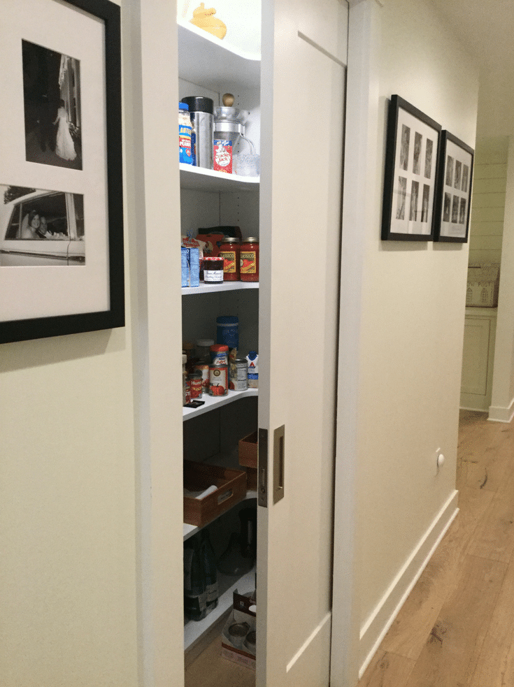 Neat and organized pantry shelving storage | Innovate Home Org | #OrganizedPantry #PanrtyShelving #PantryStorage