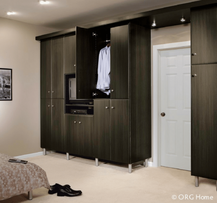 Guest bedroom wardrobe closet in a room | Innovate Home Org | #GuestBedroom #WardobeCloset #ShelvingStorage