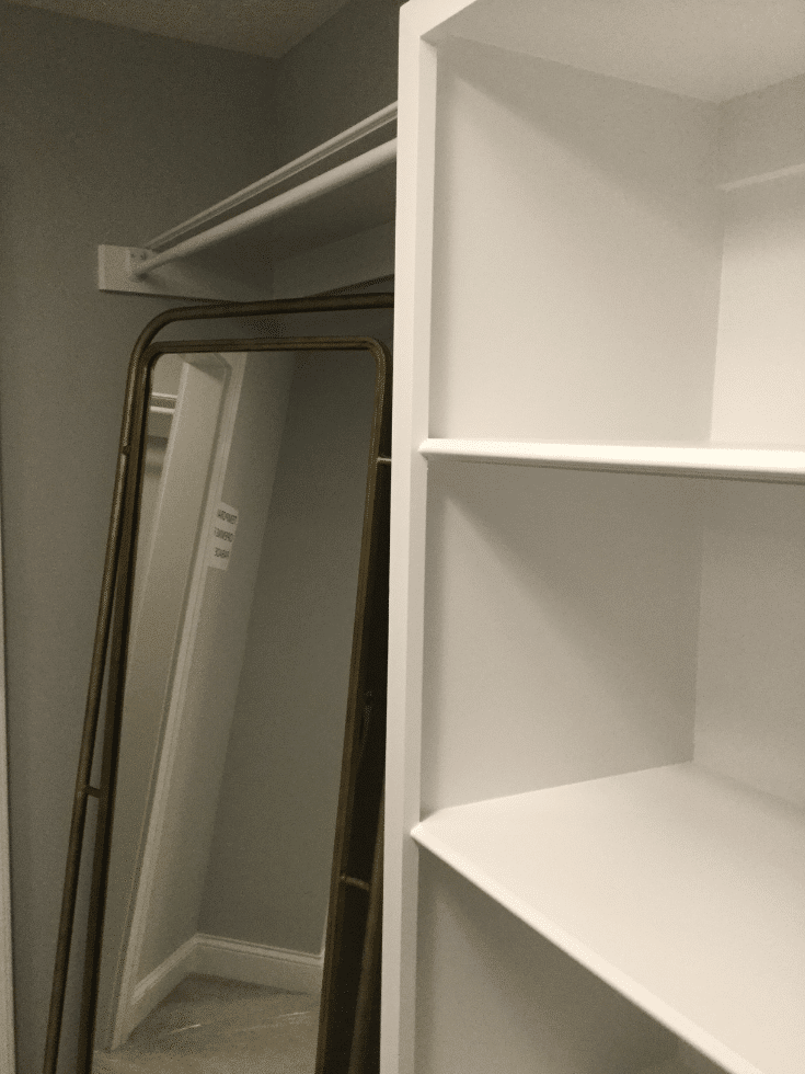 Painted MDF custom closet | Innovate Home Org | #CustomCloset #PaintedShelving #NonAdjustableShelved