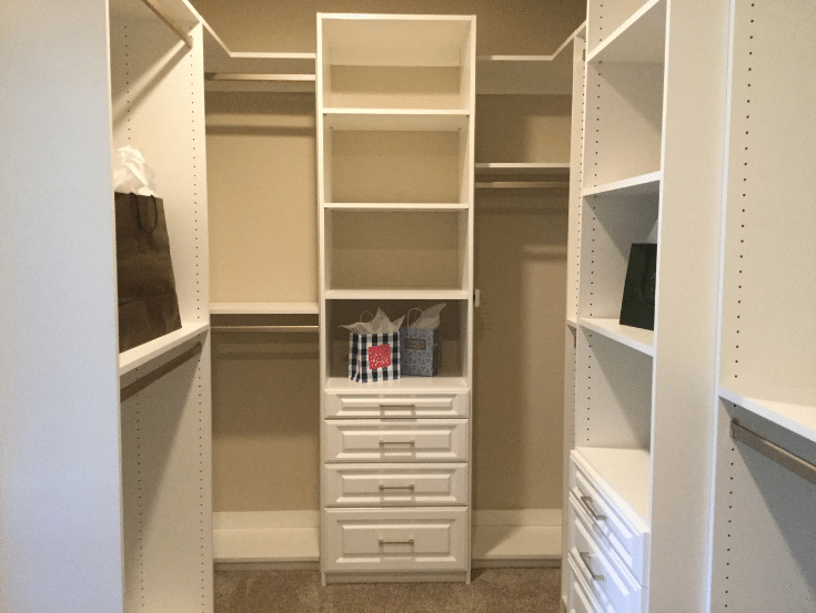Solution drawers in a closet | Innovate Home Org | #ClosetDrawers #WhiteClosetDesign #CustomClosetDesign