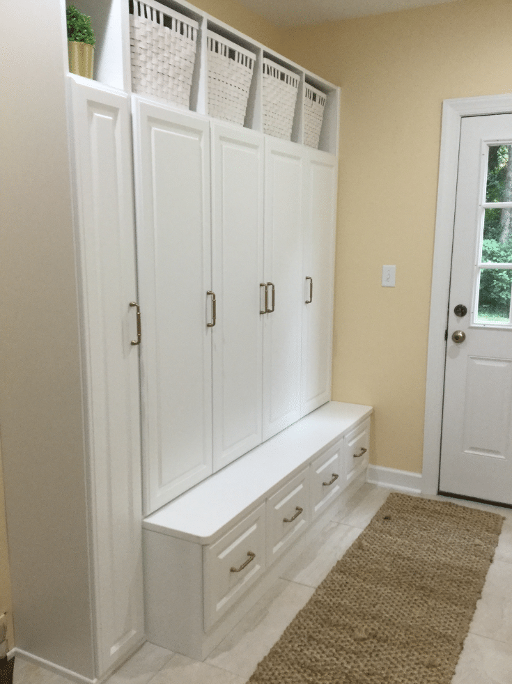 Organized mudroom in Bexley Ohio | Innovate Home Org | Innovate Building Solutions | #MudroomStorage #OrganizedMudroom #BexleyOhio #EntrywayStorage