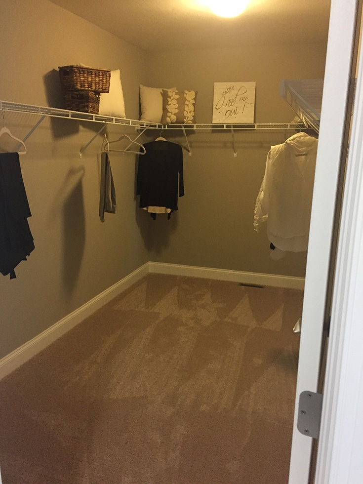 Builders grade wire closet with dead space above top shelf | innovate home org | dublin closets | columbus closets | #Customclosets #columbusclosets #OrganizationStorage