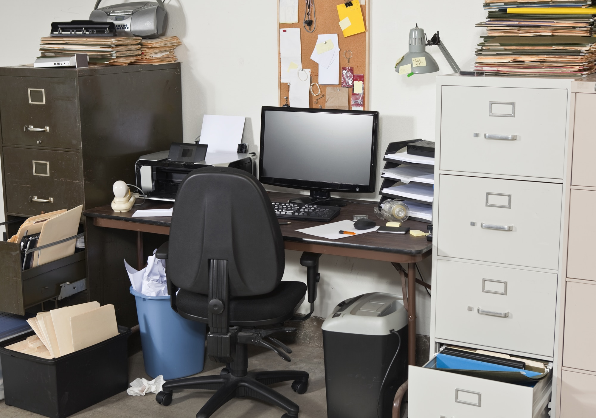 A messy home office | Innovate Home Org | #MessyOffice #homeoffice #StorageOffice