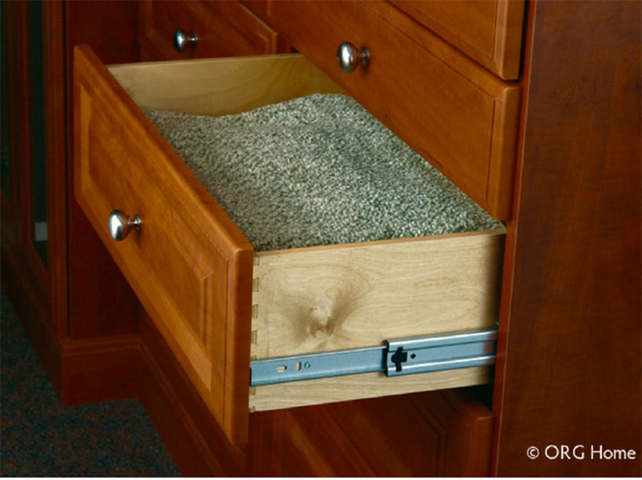 dovetail style drawer box in a custom New Albany closet design | Innovate Home Org | #CustomStorage #DoveTailDrawer #DrawerStyle