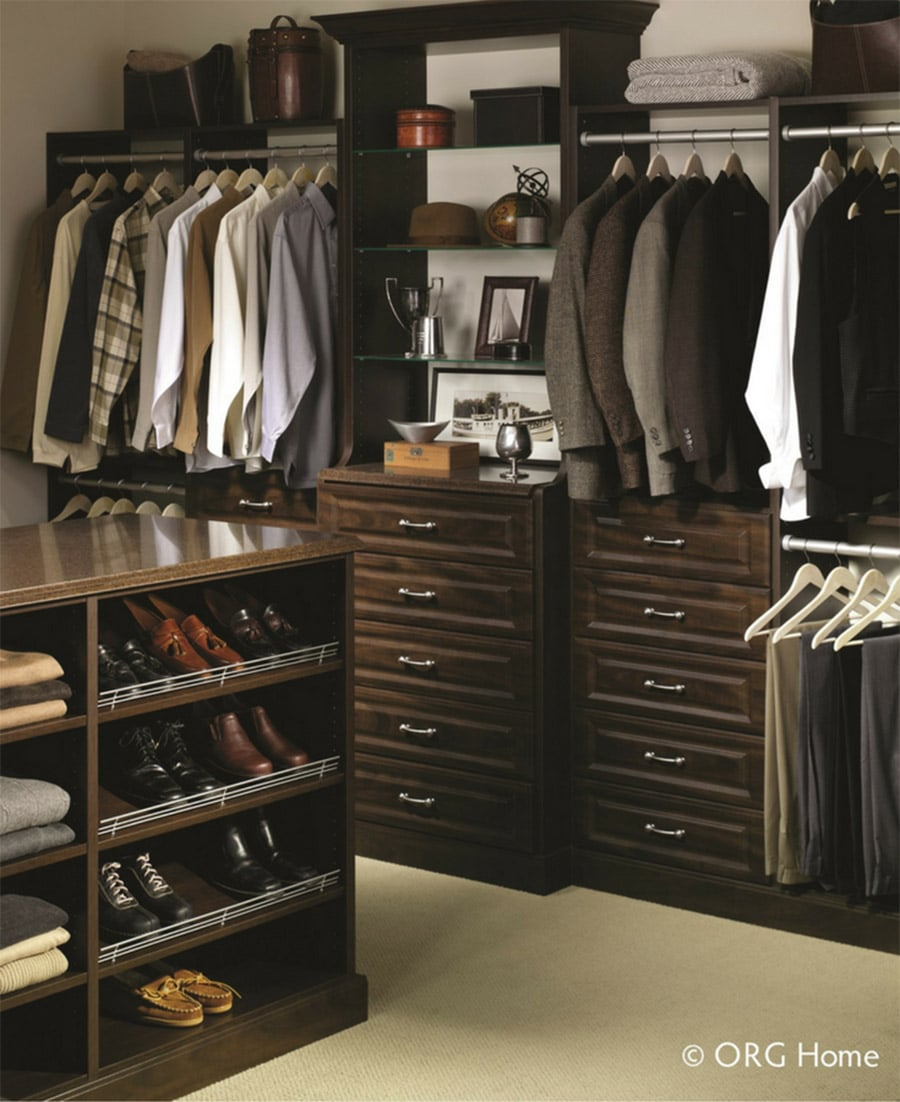 Laminate closet with a traditional wood grain look in a raised panel design Columbus Ohio | Innovate Home Org | #CustomCloset #OrganizationSystems #LaminateCloset