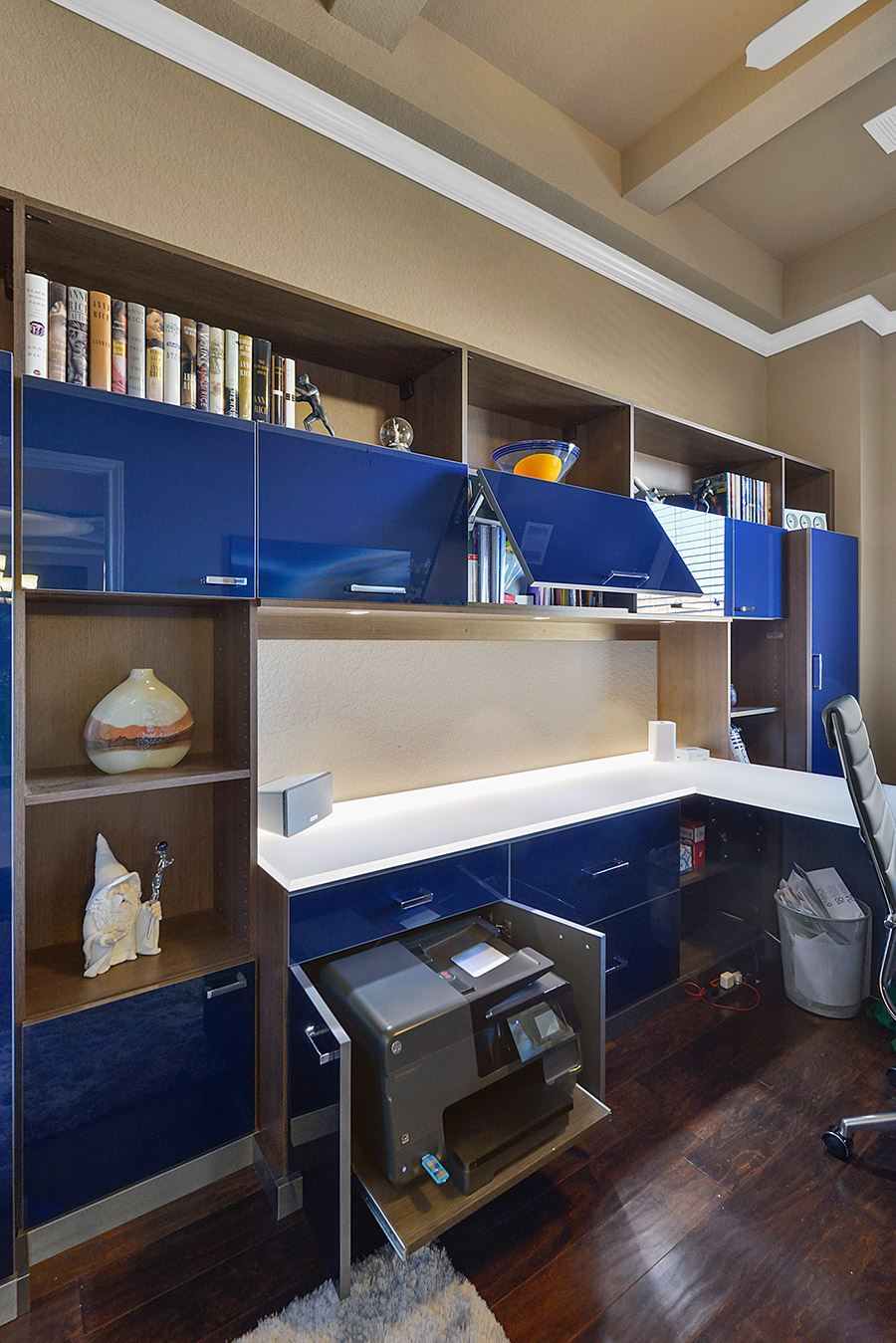 slide out drawer in home office credit CM Closet Design built by California Closets | Innovate Home Org | #CustomStorage #ClosetOrganizer #CustomStorage