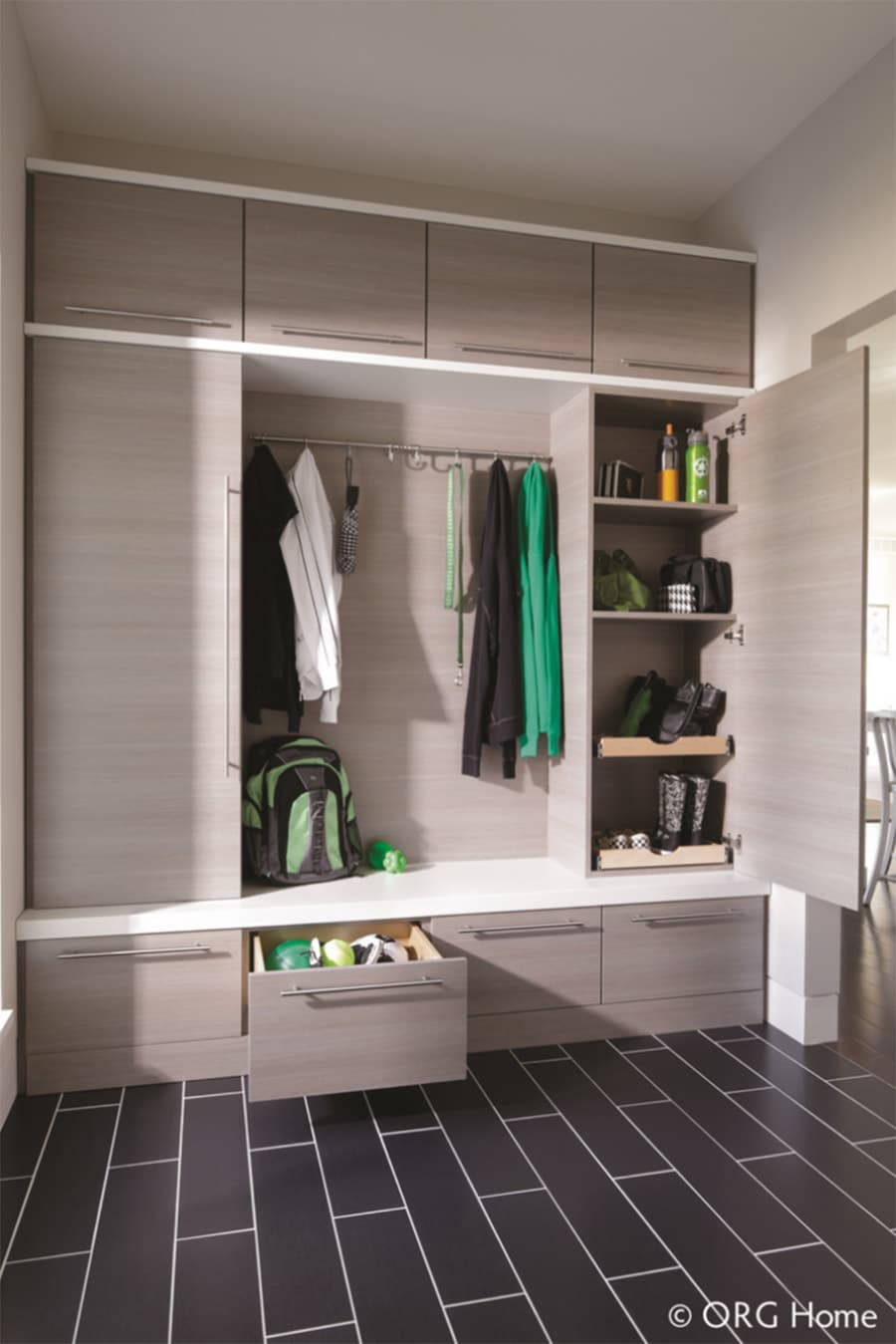 Custom mudroom with pull out drawers Blacklick Columbus Ohio | Innovate Home Org | #CustomStorage #ClosetStorage #EntrywayStorage #Mudroom