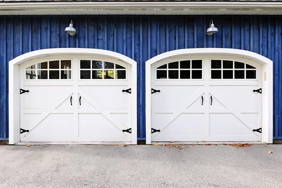 Design flaw 6 stylish carriage style garage door | Innovate Building Solutions | Innovate Home Org  | #GarageStorage #StylishGarages #GarageDoors