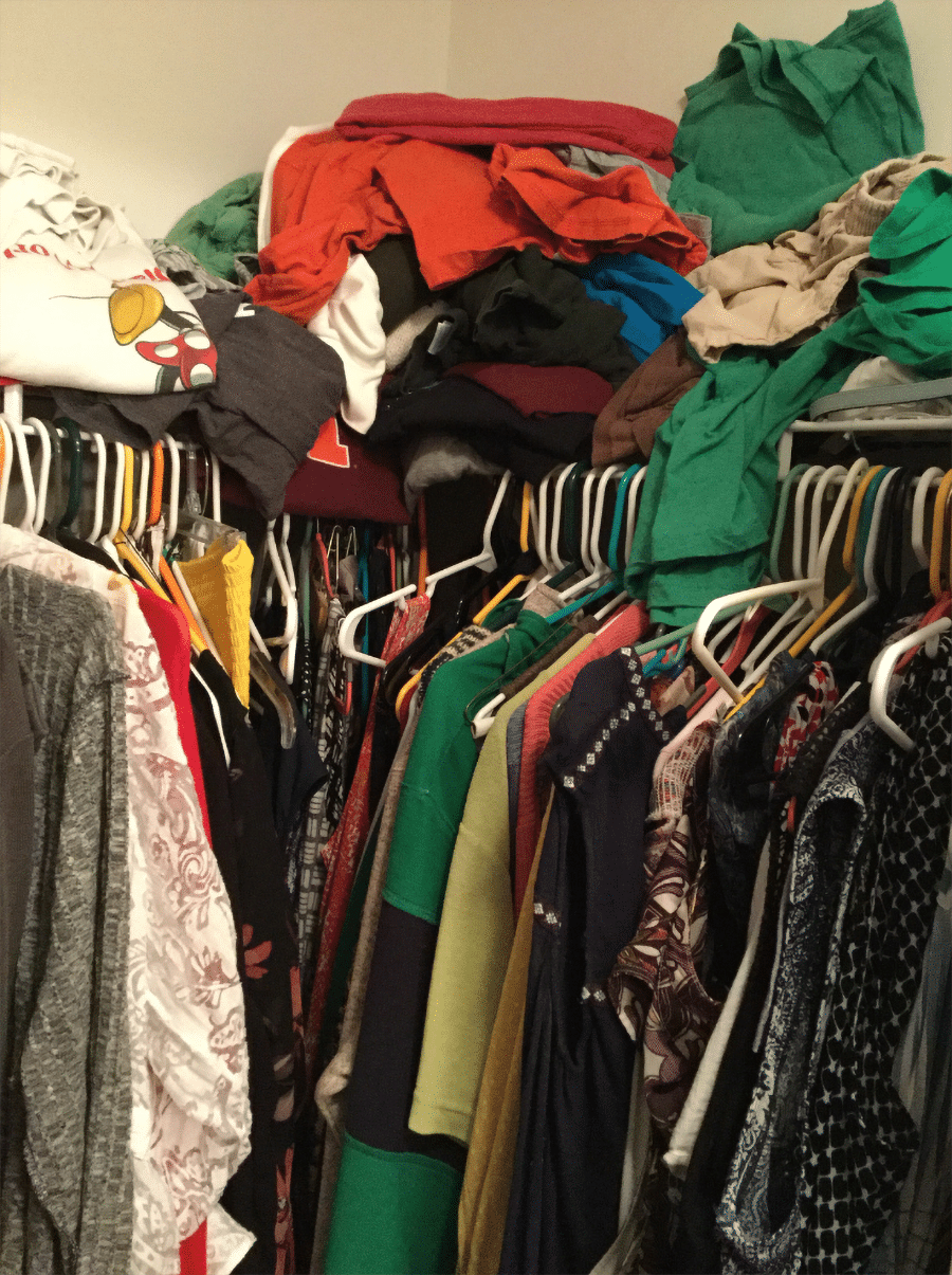 Step 5 dead corners in a closet with hanging against hanging in the corner | Innovate Home Org | #MessyCloset #CustomOrganization #declutter