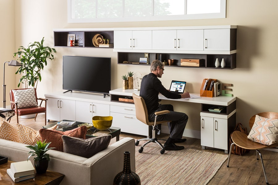 built in home office desk and cabinetry columbus ohio | Innovate Building Solutions | Innovate Home Org | #HomeOffice #DeskSpace #Cabinetry