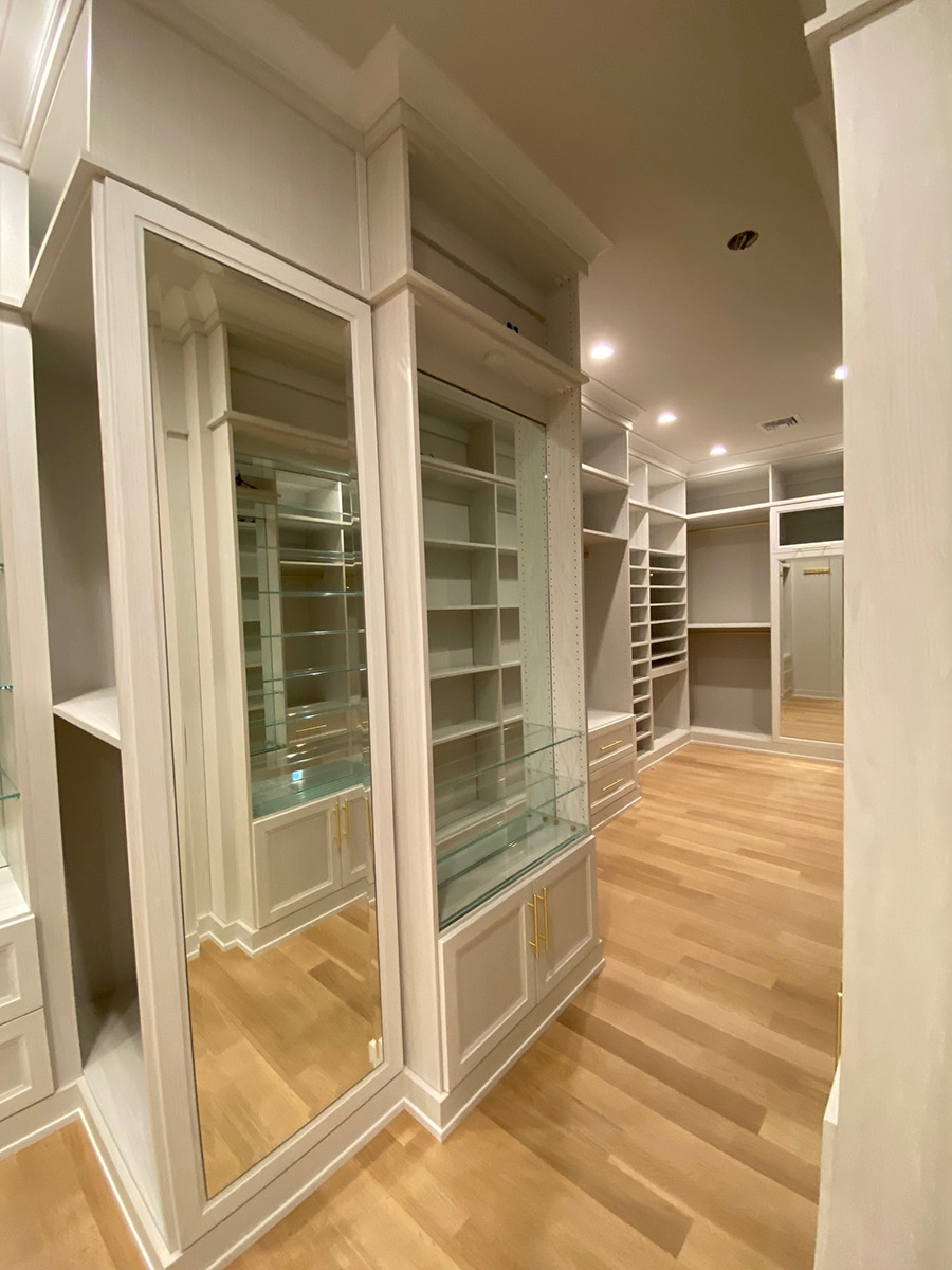 4 inch base trim custom closet image credit Boutique Closets and Cabinetry | Innovate Home Org | #CustomStorage #OrganizationSystem #StorageSolutions