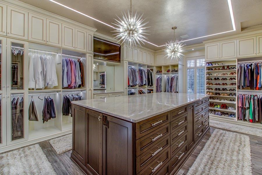 Idea 7 closet islands and chandeliers credit Beth Patrick Closet Factory Cleveland | Innovate Home Org | #Closet #Island #Customcloset #organizationsystem
