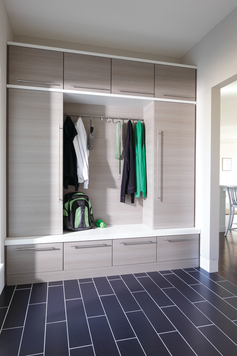 laminate mudroom does not repainted | Innovate Home Org | Columbus, OH | #Mudroom #Entryway #ClosetSystem #OrganizationSystems