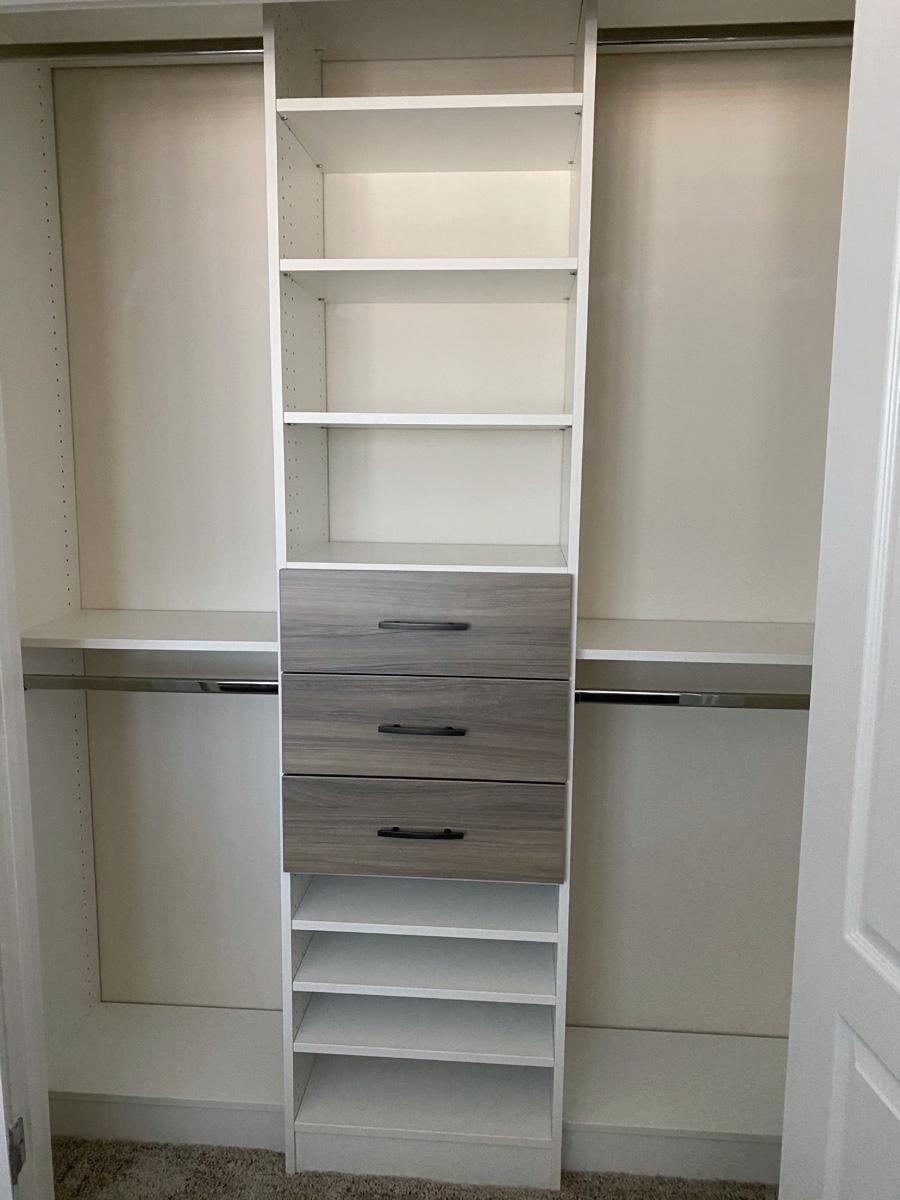 9 - Do - idea 3 two tone closet system image credit Jessica Behnke designer | Innovate Home Org | #customsystem #Organizaiton #ClosetStorage
