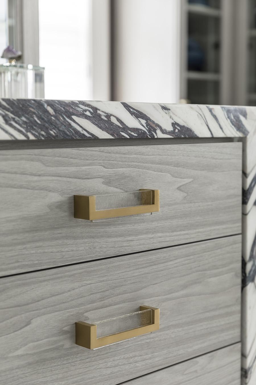 9 idea 1 decorative closet handles pulls image credit Patty Miller Boutique Closets and Cabinetry | Innovate Home Org | #DecorativeCloset #ClosetDesign #FancyCloset