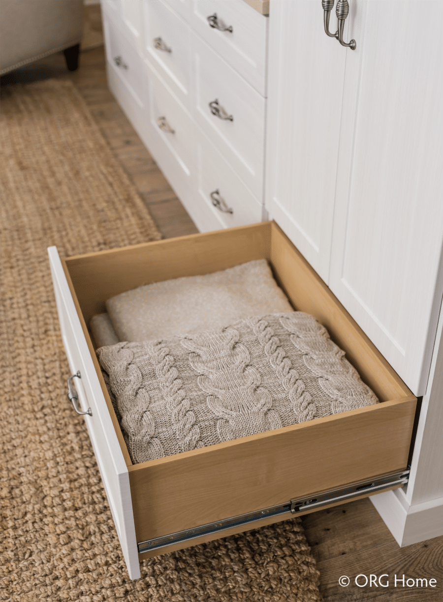 Do #12 closet drawers to store more than hanging rods | Innovate Home Org | #Drawers #ClosetDrawers
