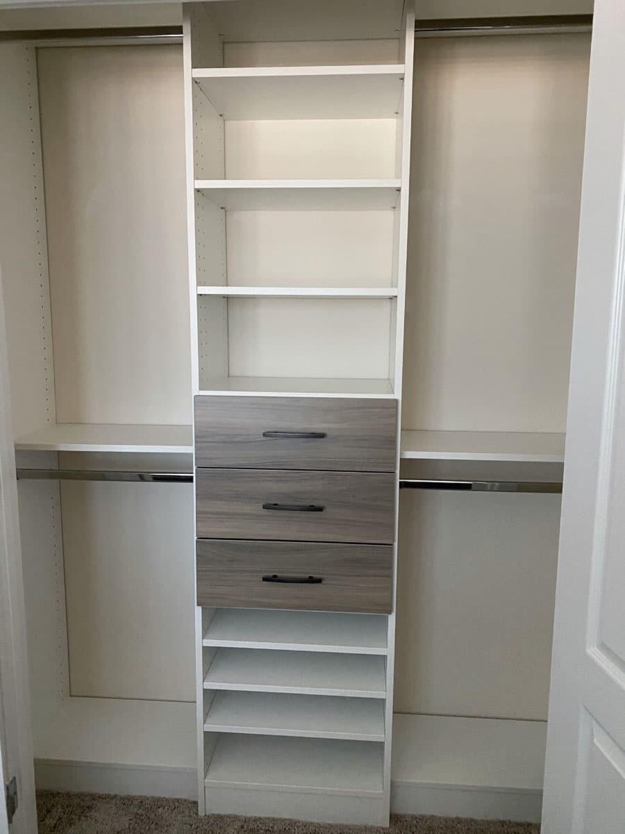 Do #5 combining white laminate with textured drawers credit Jessica Behnke Closet Rehab | Innovate Home Org #Organization #Storage #CustomCloset