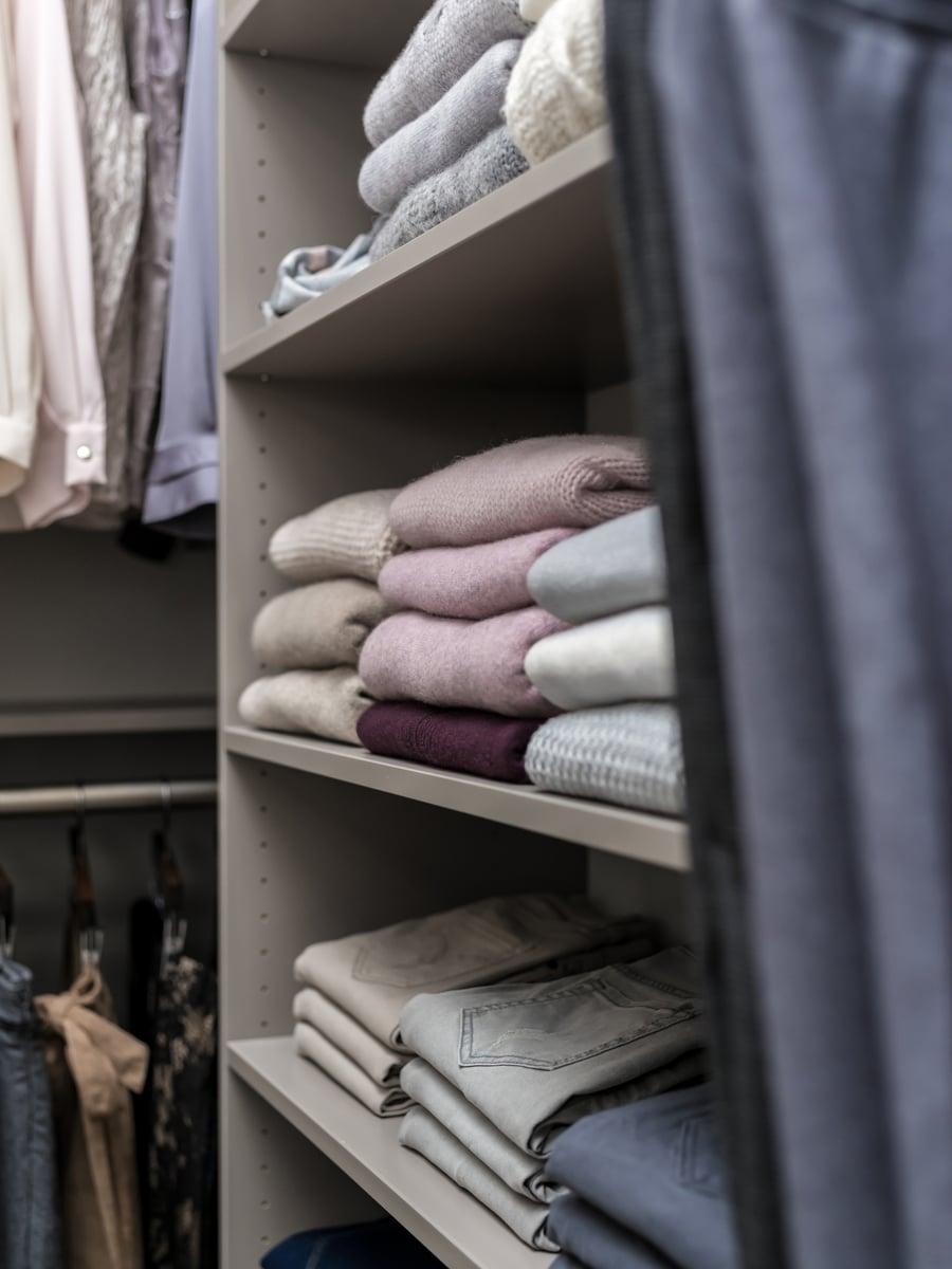 Don't #10 solving dead corners shelving adjacent to hanging | Innovate Home Org  | #Shelving #StorageShelves #DeadSpace #ClosetMistakes