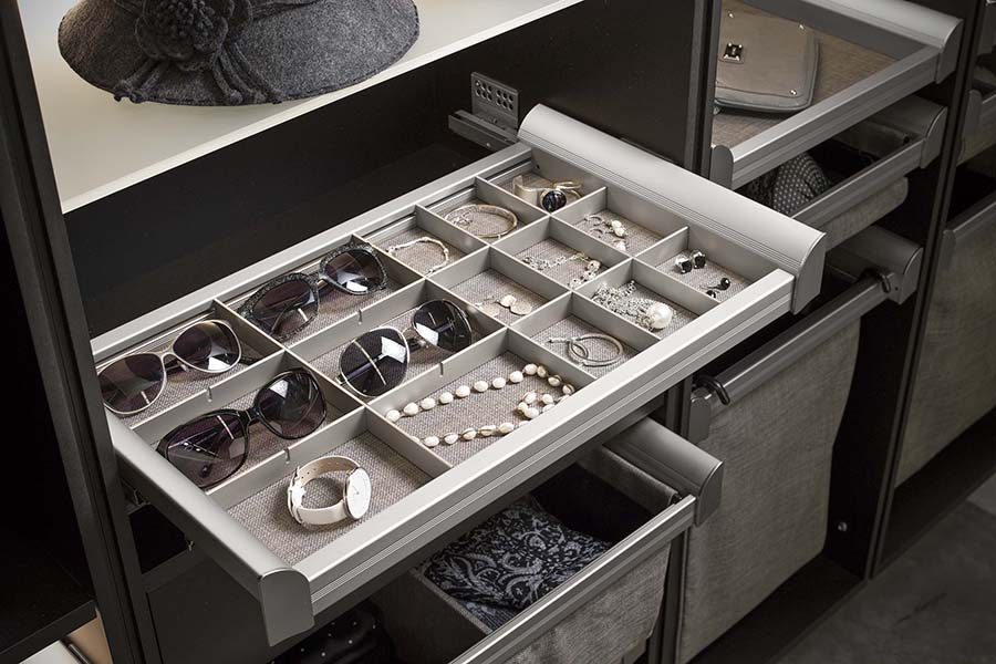 Trick 3 partial privacy closet drawers without drawer fronts | Innovate Home Org #ClosetSystem #Organization #DrawerFronts