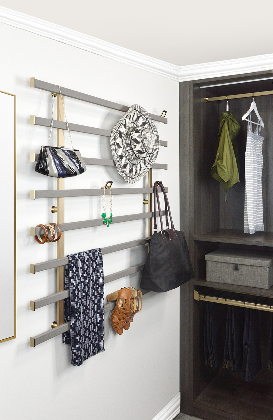 Trick 8 fashionable behind the door wall storage | Innovate Home Org #CustomStorage #OrganizationSystem #WallStorage