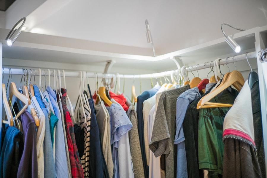 Strategy 10 curved corner rod is a bad hanging strategy | Innovate Home Org #CornerHanging #ClosetCorners #CornerStorage #CurvedCorners