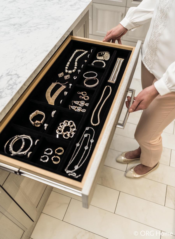 Idea 10 velvet jewelry tray dublin ohio custom closet | Innovate Home Org #CustomCloset #JewleryDrawer #JewelryTray