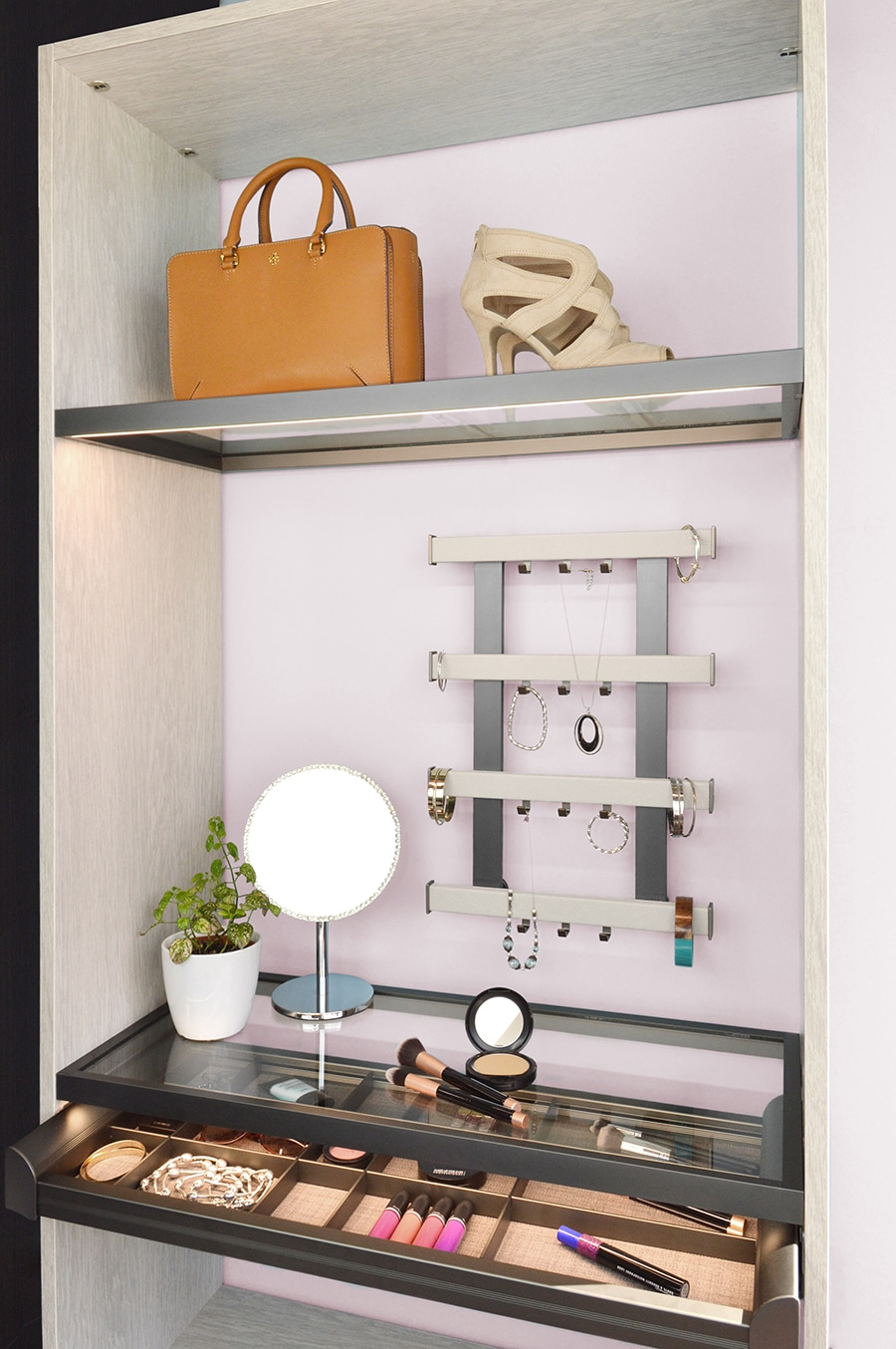 Tip 5 make up stand with luxury wall organizer for jewelry Innovate Home Org Columbus Ohio | Innovate Home Org #customcloset #Organization #makeupstorage