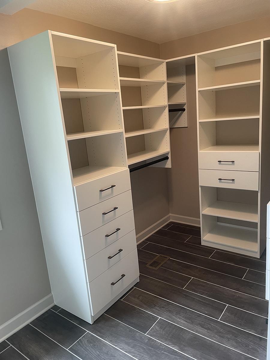 Question 4 mid sized custom walk in closet in New Albany Ohio | Innovate Home Org #StorageSystems #Organization #Midsizecloset #Walkincloset